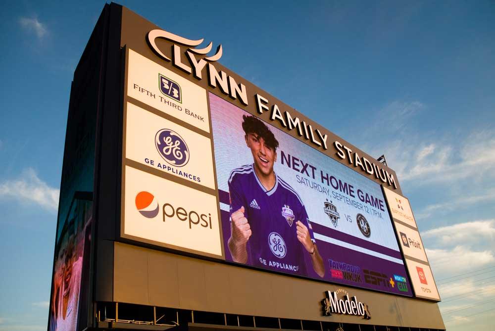 lynn family stadium rueff sign company